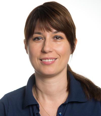 Radmila Sekerez, Controlling