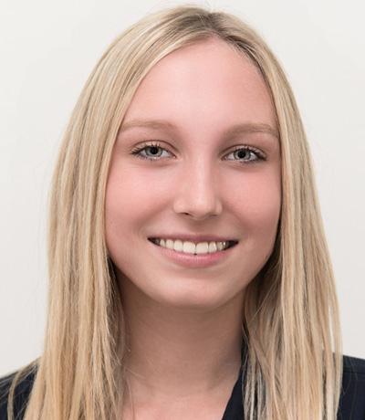 Emily Schröer, Azubi
